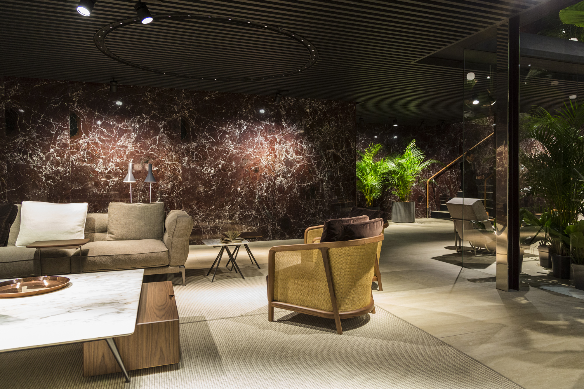 Flexform tendenza new normal livingcorriere for Casa milano divani