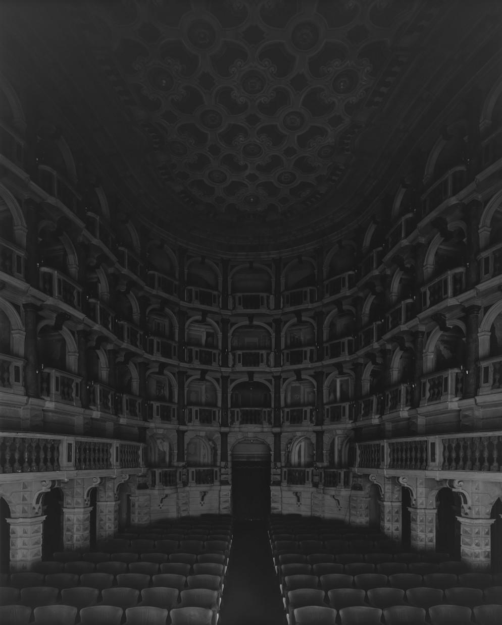 34.006_Teatro Scientifico del Bibiena, Mantova, 2015, I Vitelloni (Seating side)