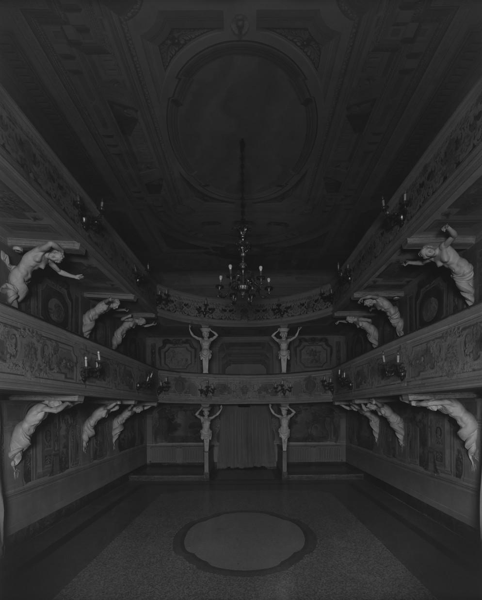 34.012_Villa Mazzacorrati_Bologna, 2015, Le Notti Bianche (Seating side)