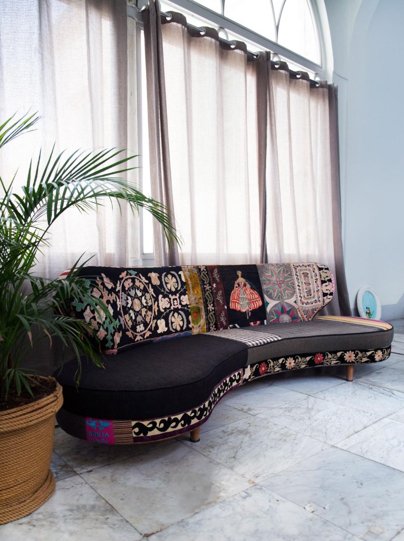 Un-sofa-degli-affermati-designer-libanesi-Bokja