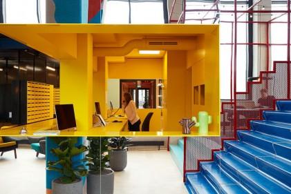 modern-hotel-reception-desk-060317-1105-04-800x513