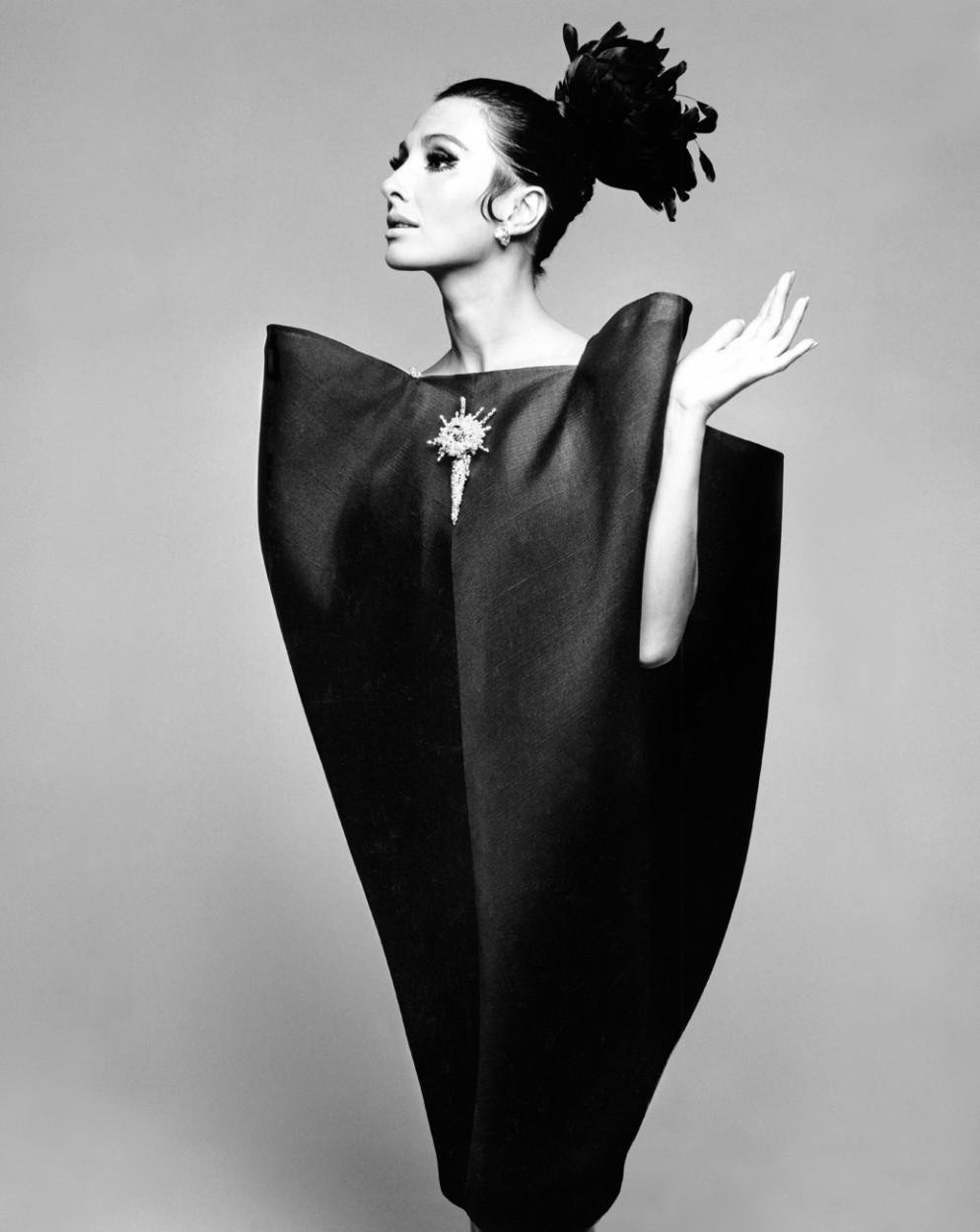 01_Alberta_Tiburzi_in_envelope_dress_by_Cristóbal_Balenciaga_Harpers_Bazaar_June_1967__Hiro_1967