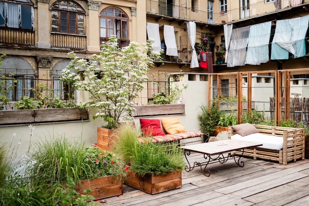 Come cambiare look al balcone living for Arredo terrazzi
