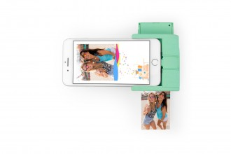 Prynt_Pocket_PrintingPhoneScreen_Mint