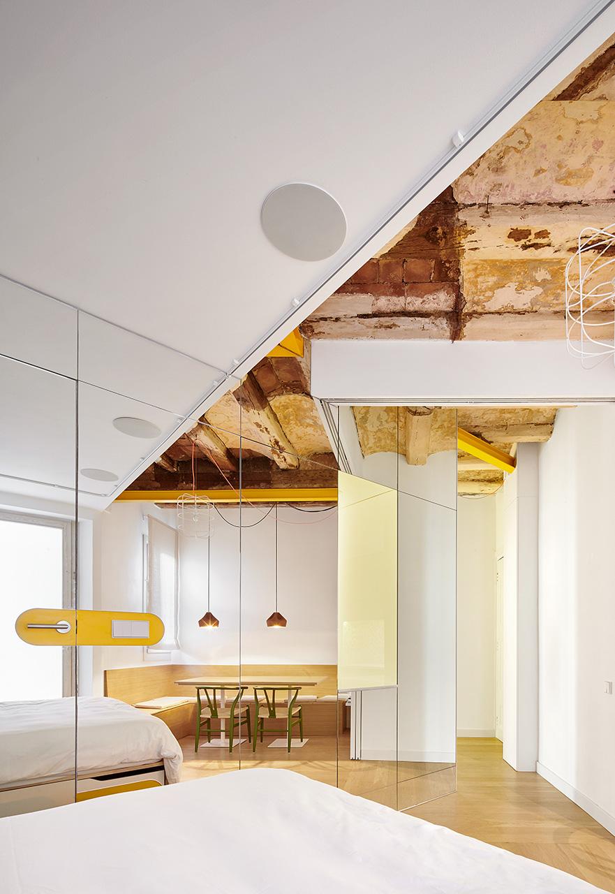 Ristrutturare casa con specchi e colore foto living corriere - Specchi per casa ...