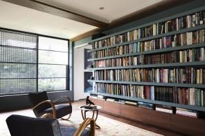 Una parete di libreria