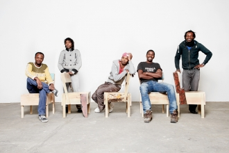 Dezember 2014 - Botschafter Stühle und Saidou Moussa, Malik Agachi, Moussa Usuman, Ali Maiga Nouhou , Maiga Chamseddine
