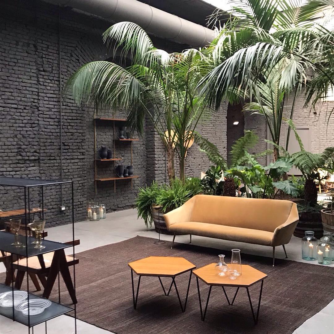 A Milano apre SIX: galleria di design, bistrot e flower ...