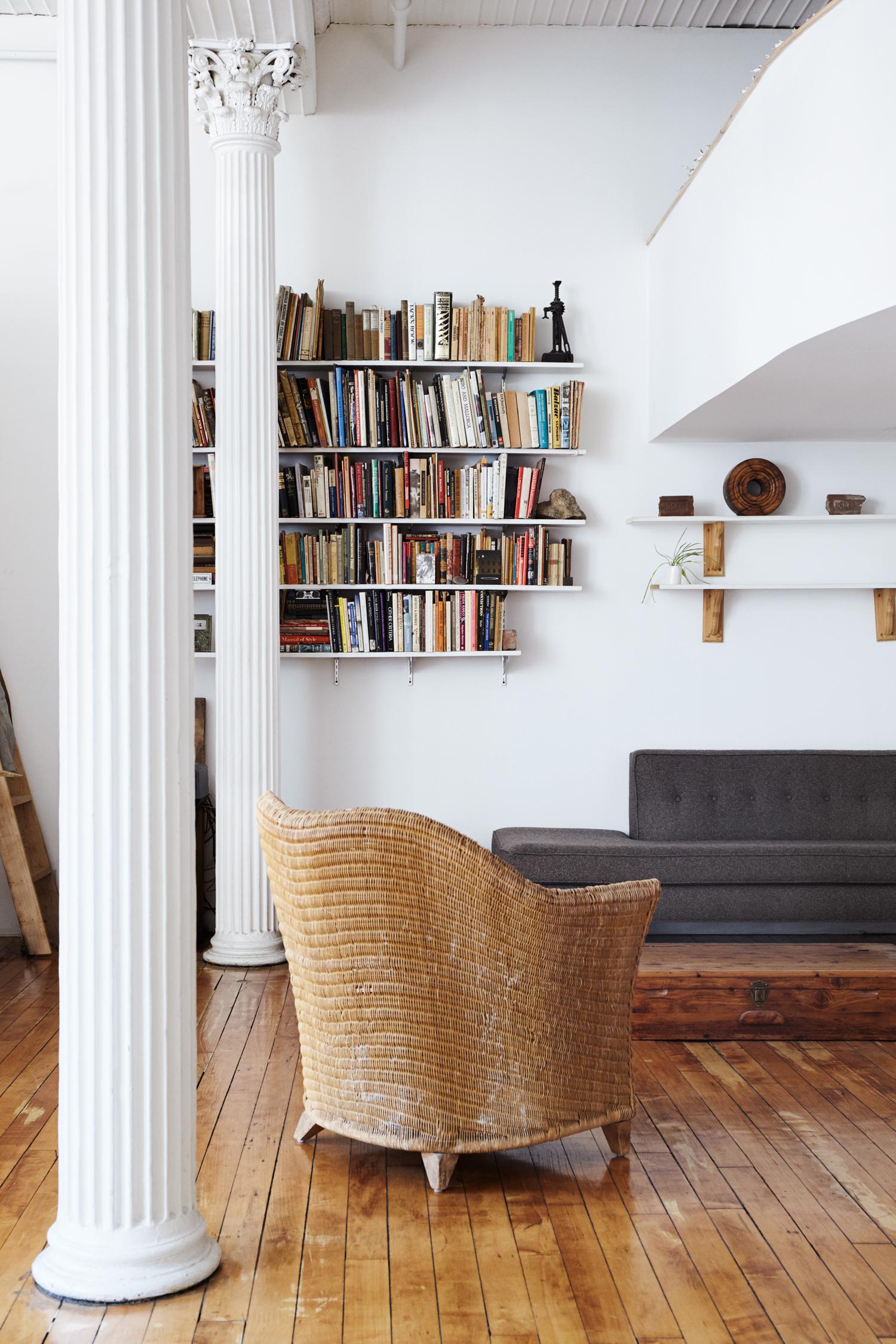 Come Arredare Piccole Case arredare con i libri: 24 idee da copiare - livingcorriere