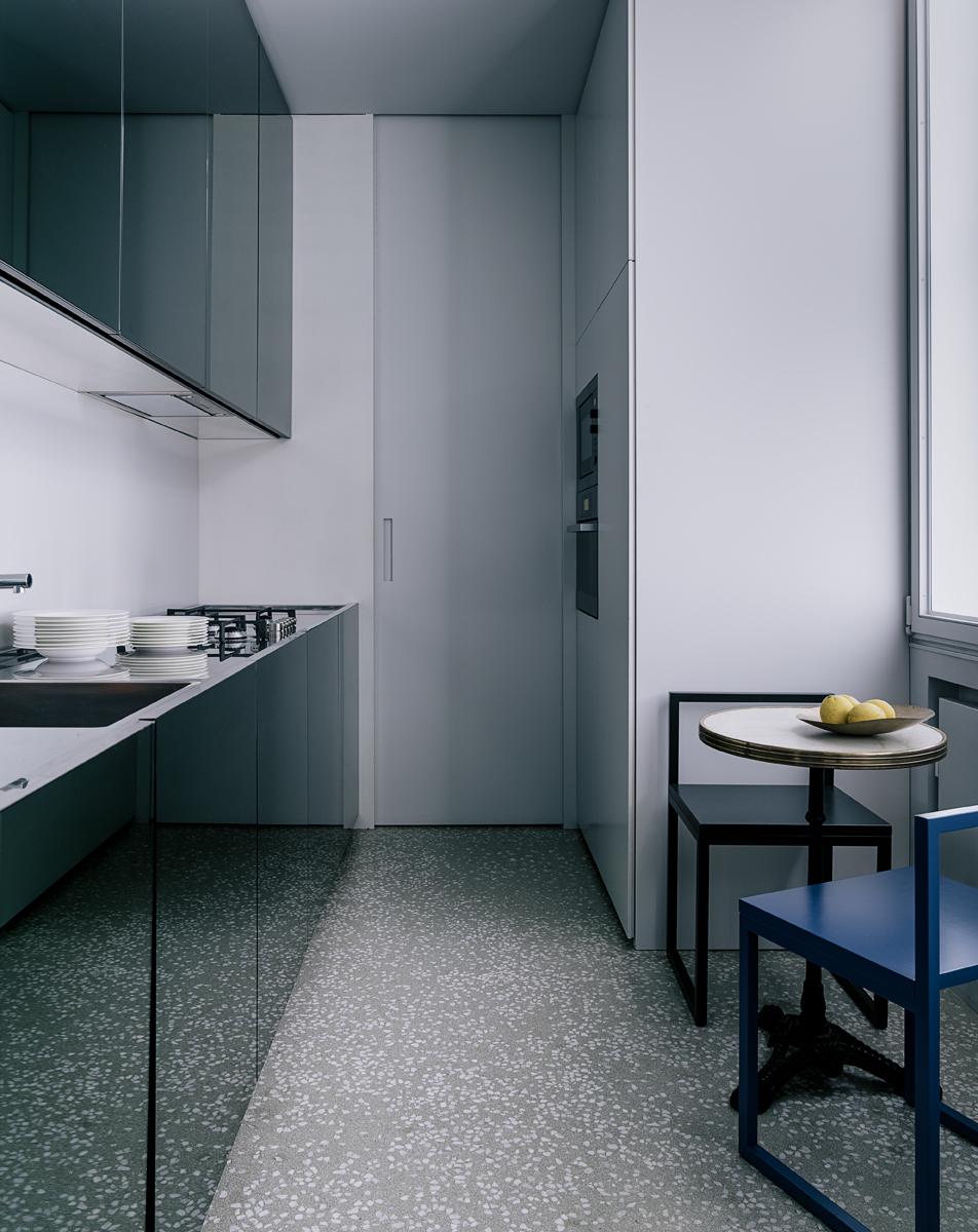 A milano una casa come un set televisivo foto living for Corriere casa