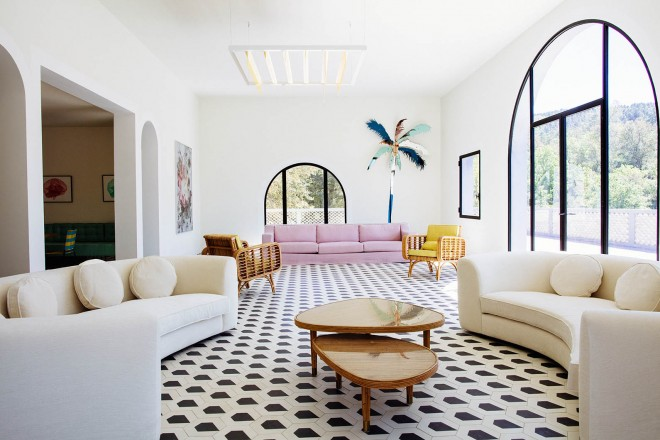 La silver house di india mahdavi living corriere for Divani semicircolari