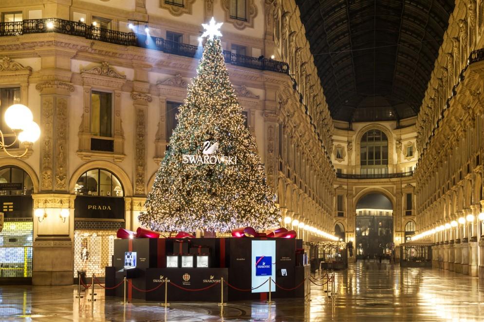 Milano Decorazioni Natalizie.Vetrine E Alberi Di Natale Le Decorazioni Piu Belle Del