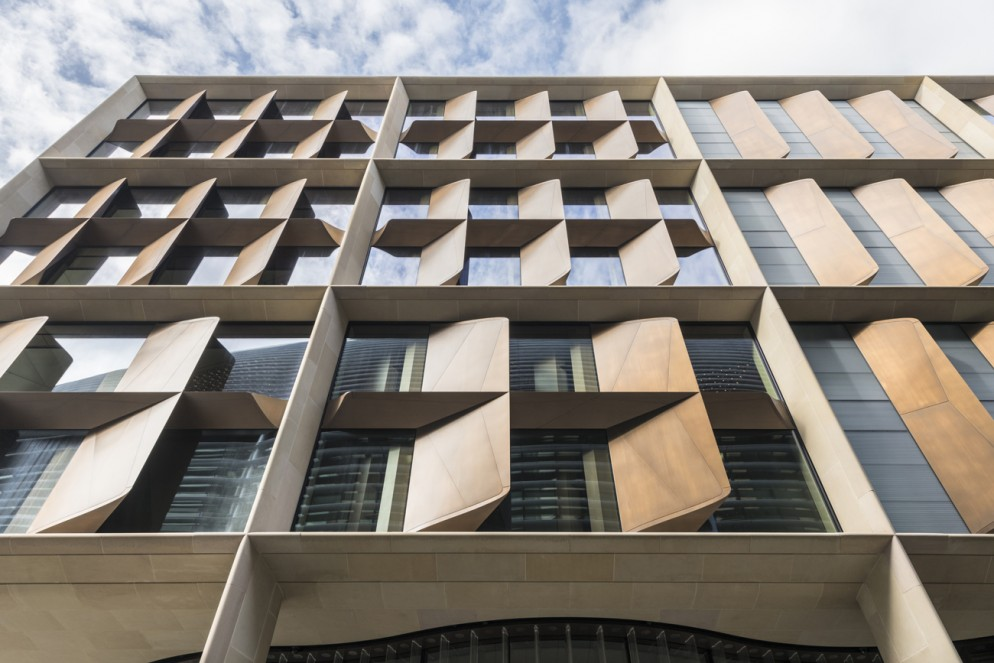Bloomberg_Londra_Exterior_06_Facade-living-corriere