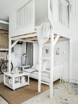 Letto a soppalco 21 idee per un appartamento moderno livingcorriere - Come mettere i cuscini sul letto ...