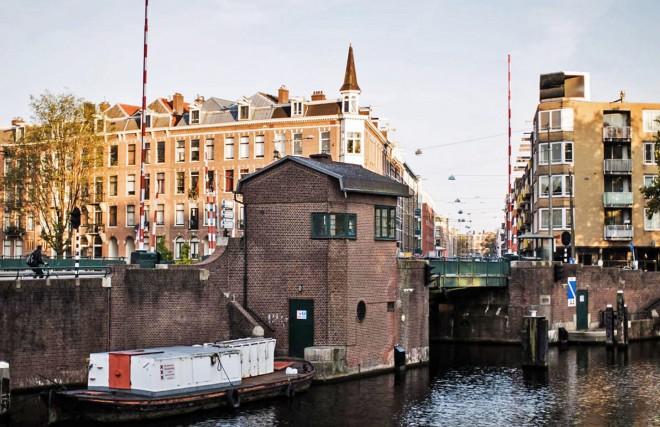 Amsterdam-Bridge-Houses-Sweets-Hotel-1650-1522x985