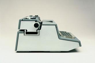 tekne-3_macchina-per-scrivere-elettrica-1964_ettore-sottsass-jr_perry-a-king_-albert-leclerc_-bruno-scagliola_-tiger-umeda_jane-young_25482984937_o