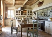 RWCdB-Villa-Gauggiole-Kitchen-with-Dining-Area