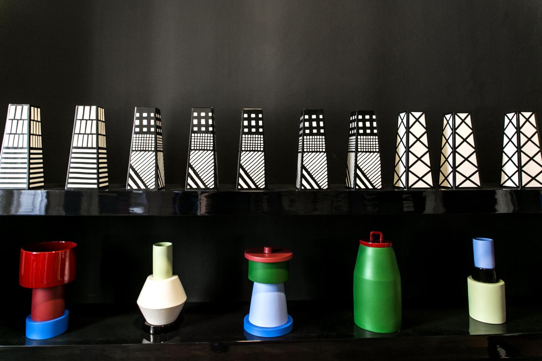 Memphis galleria post design a brera fuorisalone 2018 living for Design postmoderno