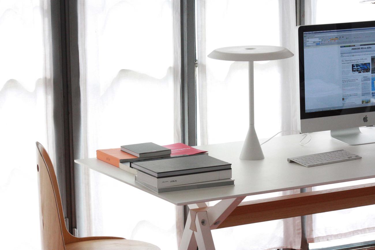 Lampade da scrivania per illuminare il tavolo da lavoro - Lampade da scrivania design ...