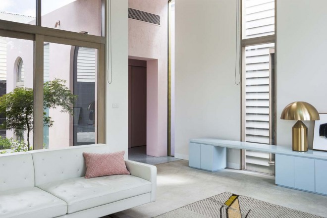 Dulux Colour Awards 2018. Percy St Residence by Bagnoli Architects. Styling: Ruth Welsby. Photo © Ari Hatzis