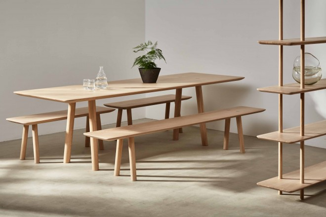 mobili-norman-foster-ovo-benchmark-living-corriere-05