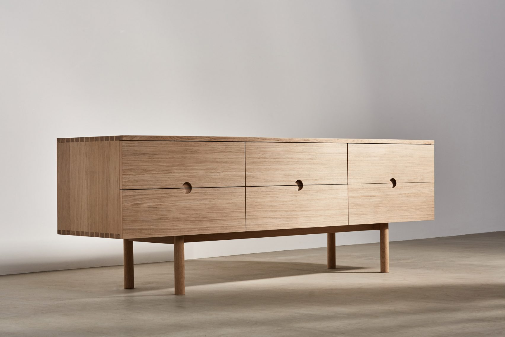 Foster partners lancia una nuova linea di mobili in legno for Mobiliere significato