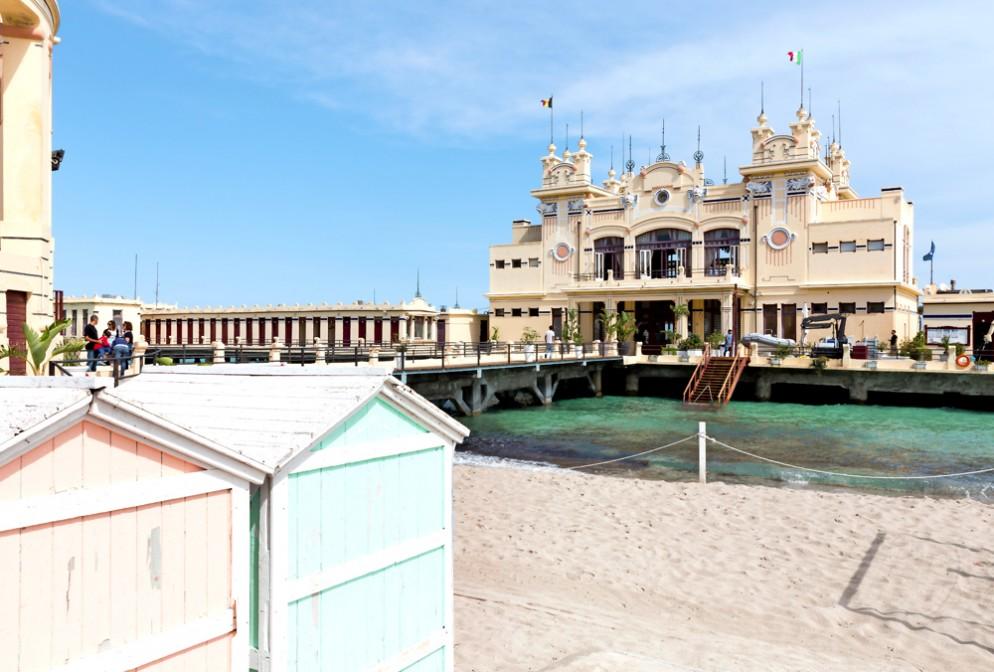 Palermo _ stabilimento balneare mondello