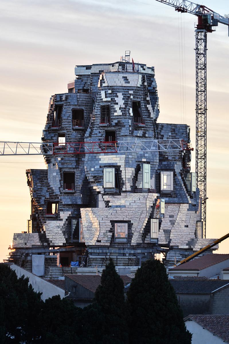 La torre di Gehry svetta su Arles – Foto