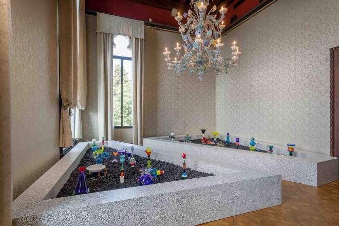 Fondazione Berengo, MEMPHIS - Plastic Field_Photo credit Francesco Allegretto_Courtesy Fondazione Berengo