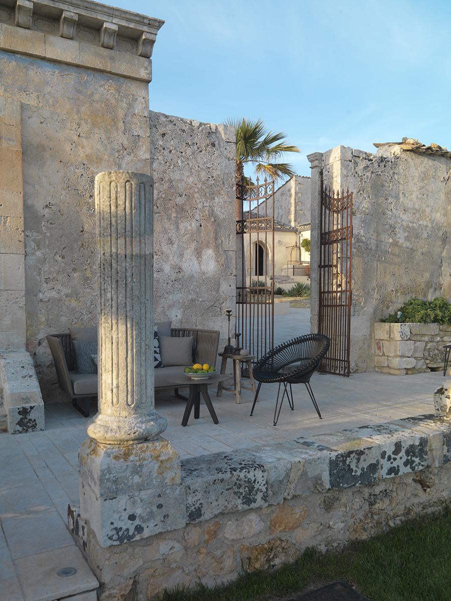 Case da matrimonio dimora delle balze a noto livingcorriere for Case neoclassiche
