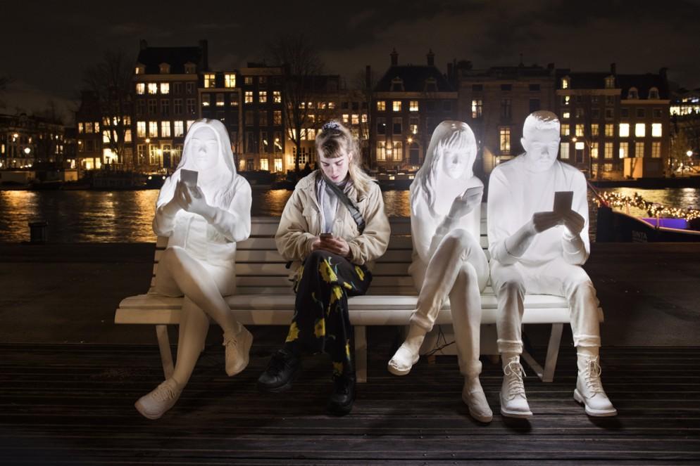 Low Res - Artist Gali May Lucas - Absorbed by Light - Amsterdam Light Festival 2018 - Photo Copyright Janus van den Eijnden (4)