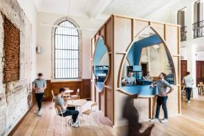 Anversa, un caffè in cattedrale