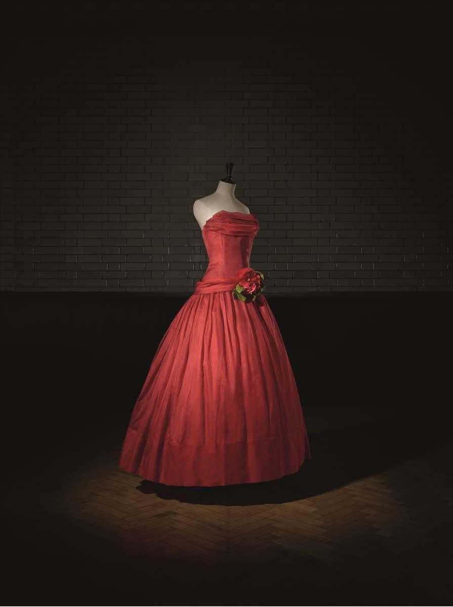 Christian Dior (1905-57), Fête joyeuse, Evening Dress, Haute Couture. SpringSummer 1955, A Line. Photo (c) Laziz Hamani