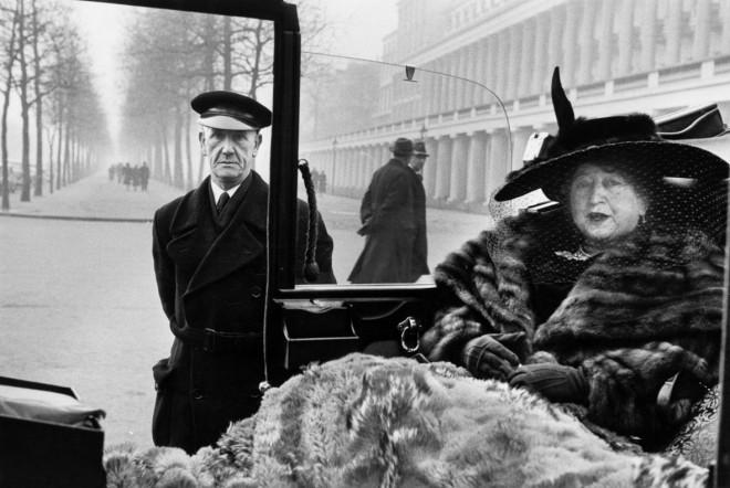 GB. ENGLAND. London. Publisher Eveleigh NASH at Buckingham Palace Mall. 1953.