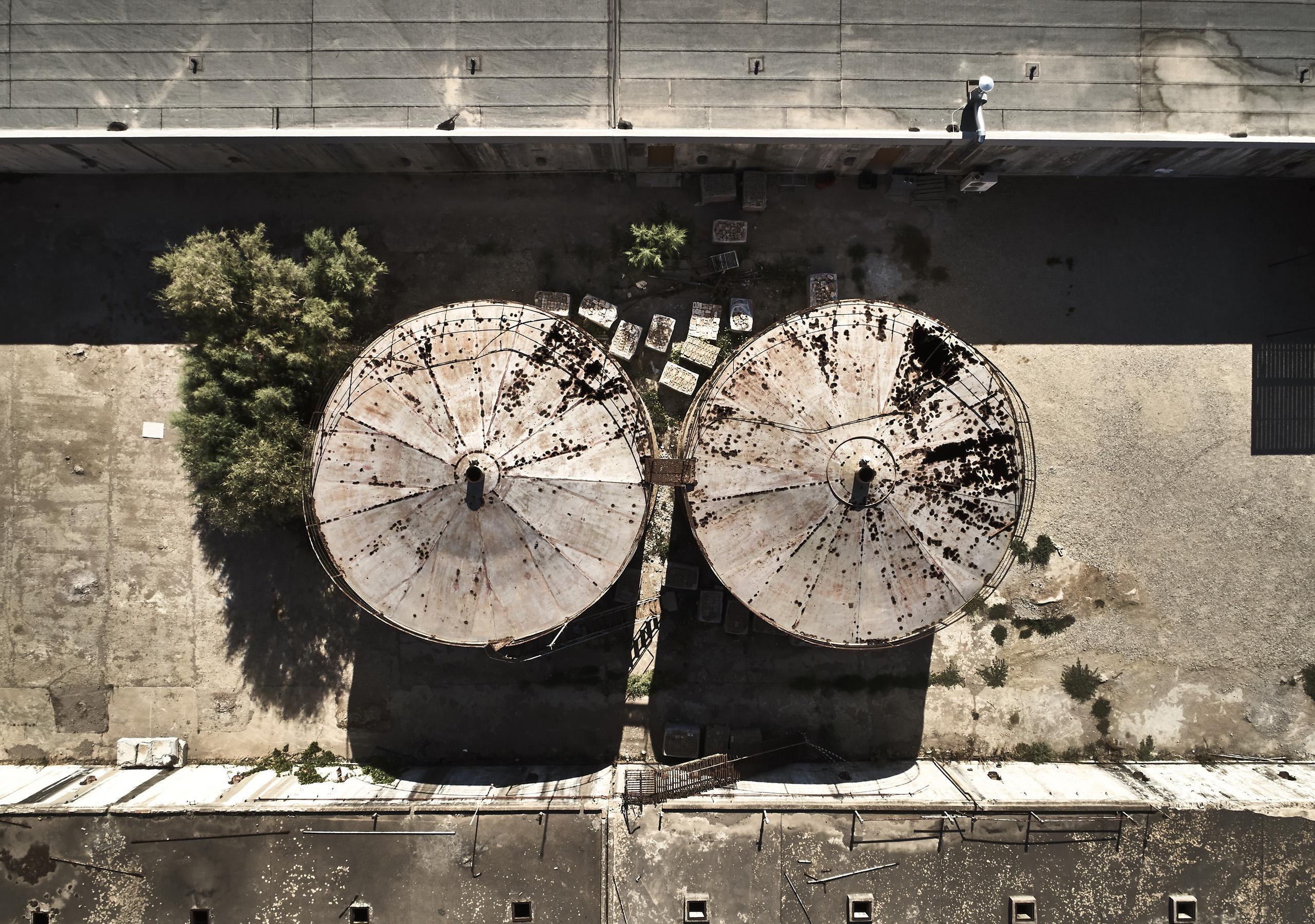 In Grecia gli ex silos del vino diventano un hotel sul mare - Foto