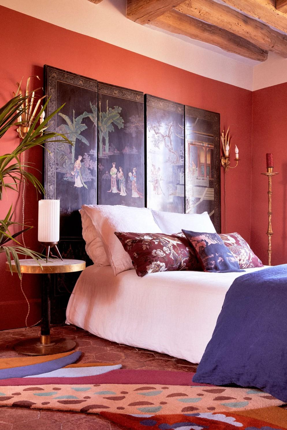 testata-letto-matrimoniale-castello-Fontainebleau-residenza-artisti-01