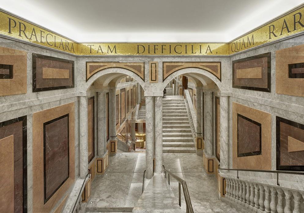 DolceGabbana_Roma_PiazzaDiSpagna3_1636DA2FE9A_1138011;2