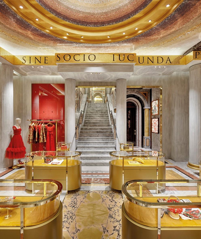Dolce_Gabbana_Roma_PiazzaDiSpagna_1636DA2FE9A_1138128;4