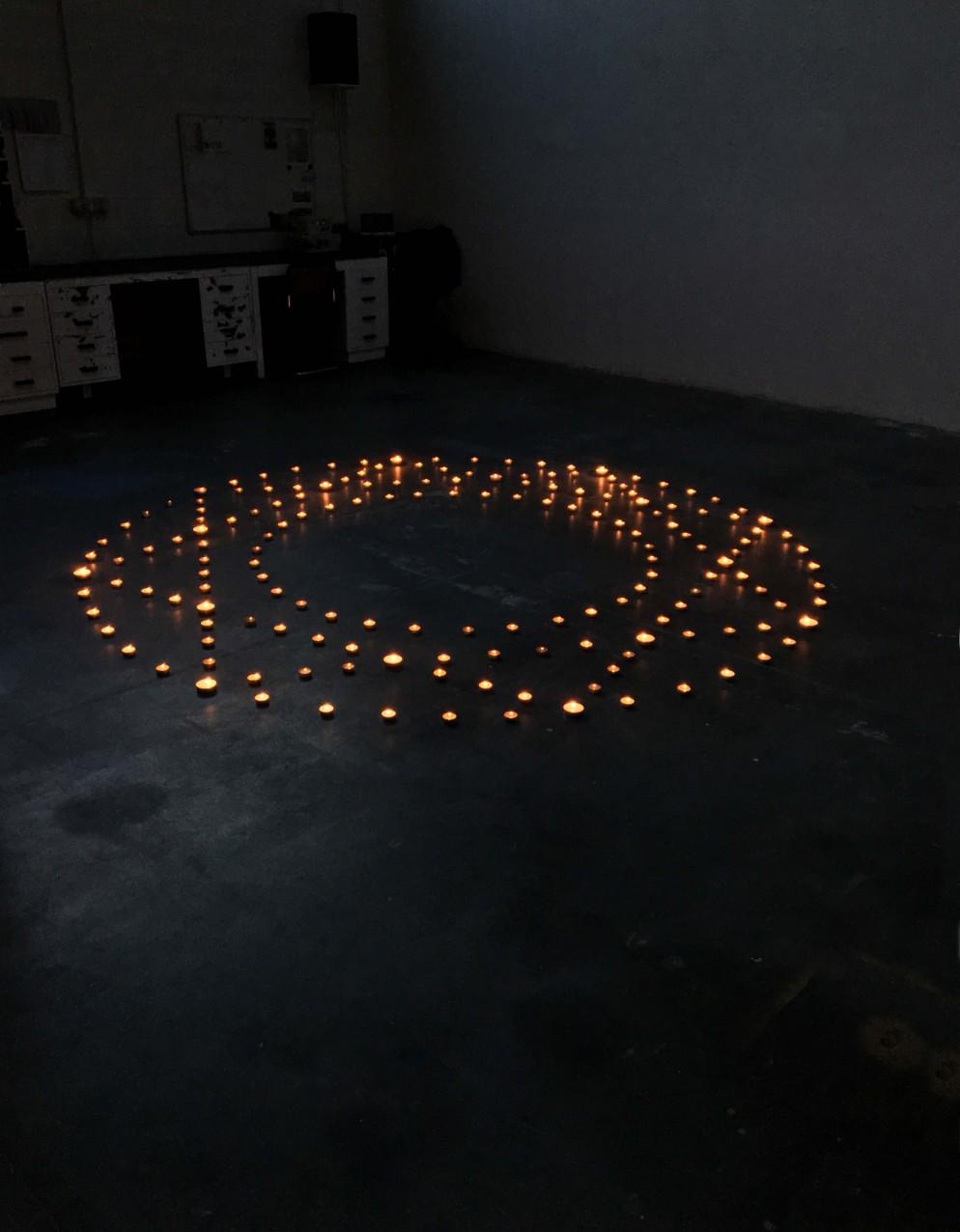 MASSIMO UBERTI, _Città ideale_, candele, durata 9 ore, 300 cm di diametro-2