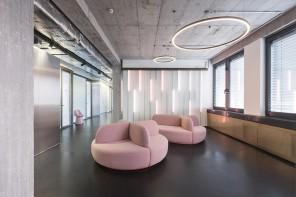 A Berlino lo studio dentistico che sembra un club