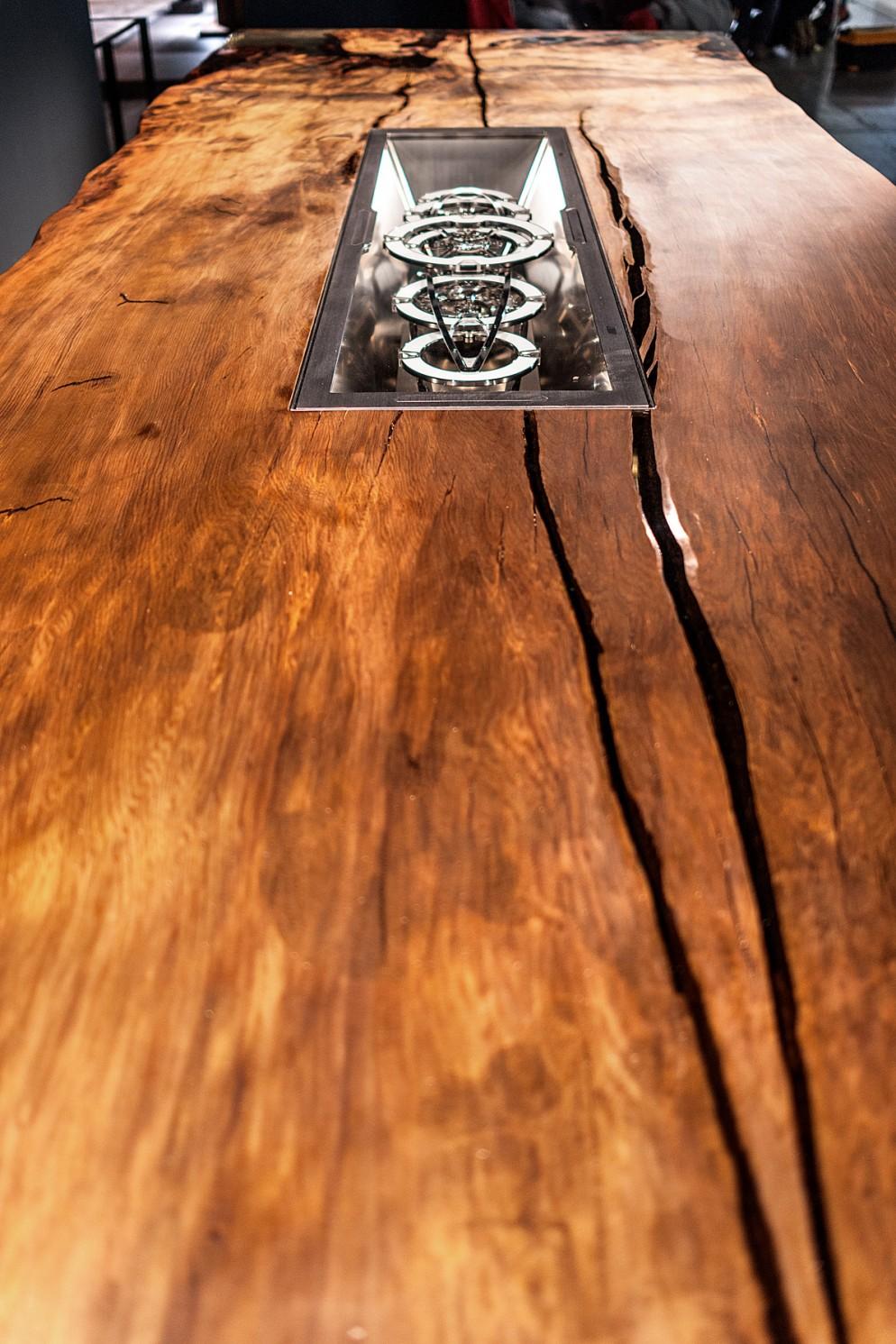 Tavolo Legno E Resina Prezzo timeless, il tavolo più costoso del mondo è made in italy