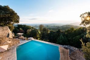 10 hotel italiani da scegliere (anche) per la loro piscina