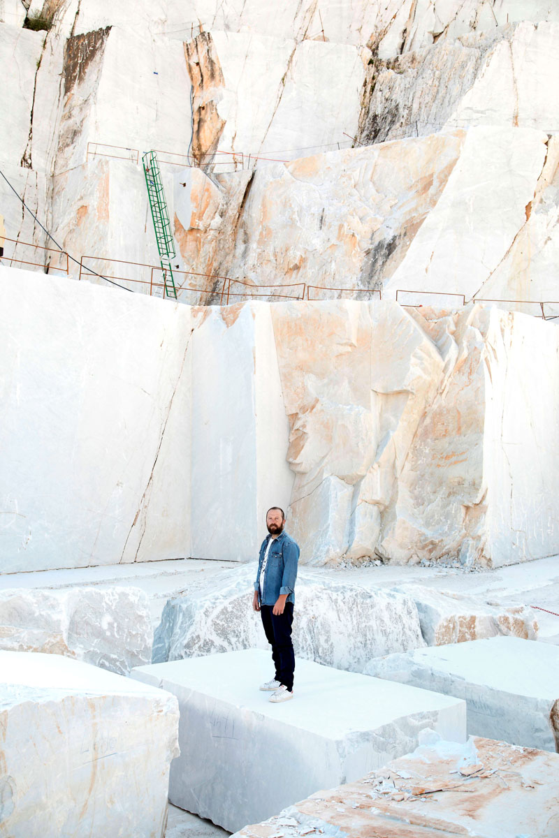 Moreno Ratti, designer, nelle cave di marmo di Carrara.