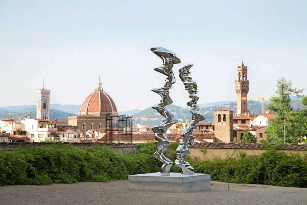 Opere di Tony Cragg nel giardino di Boboli a Firenze. Elliptica Column.