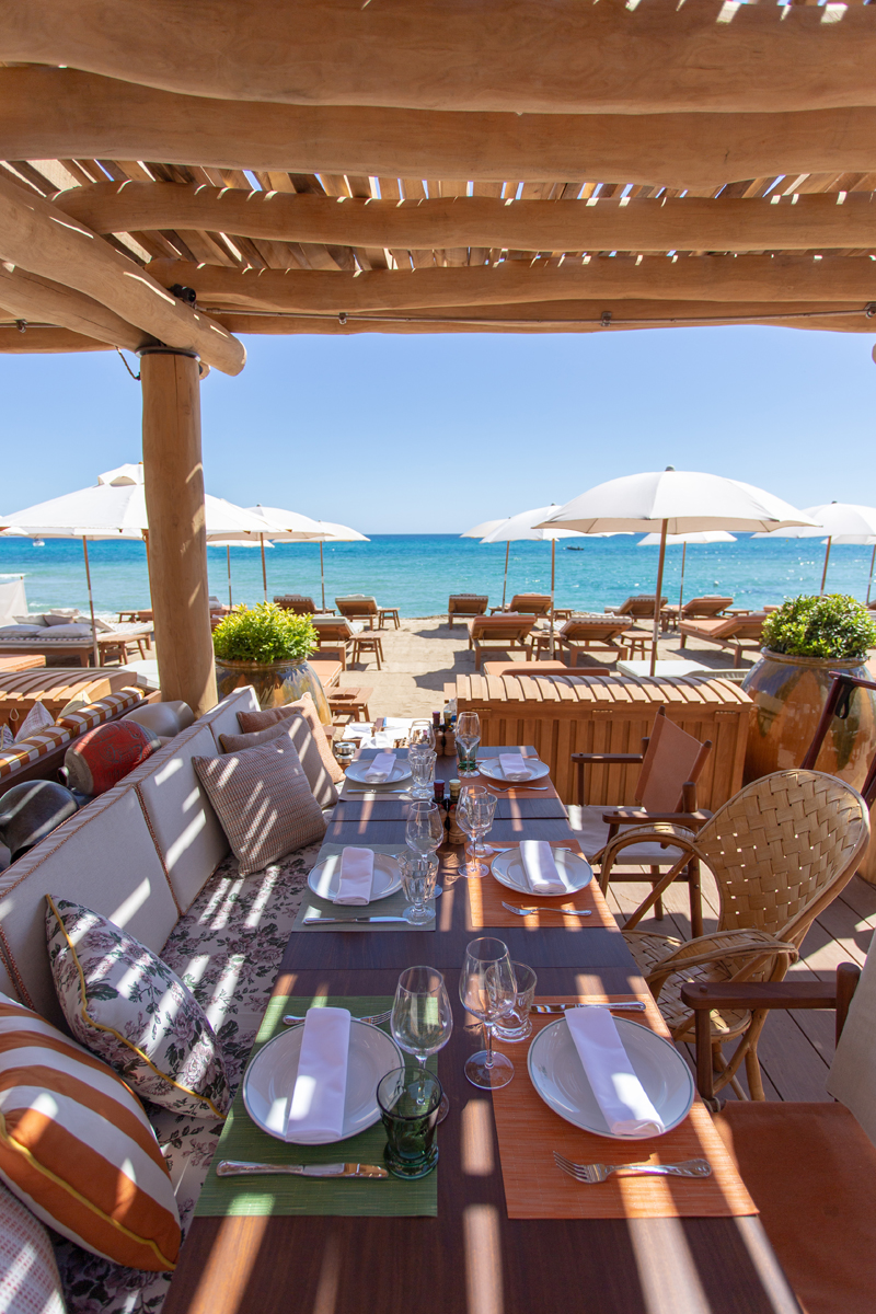 A tavola in riva al mare - Foto