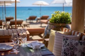 A cena in riva al mare