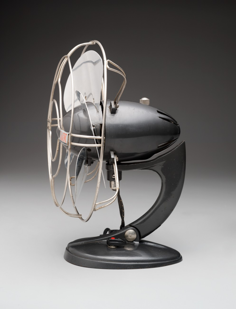 A.C.-Gilbert-Co.-'Airflow'-Table-Fan,-1937-Image-courtesy-Dallas-Museum-of-Art