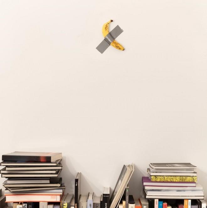 La nuova opera di Maurizio Cattelan è una banana attaccata al muro