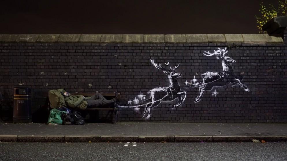 Banksy: il senzatetto si trasforma in Babbo Natale