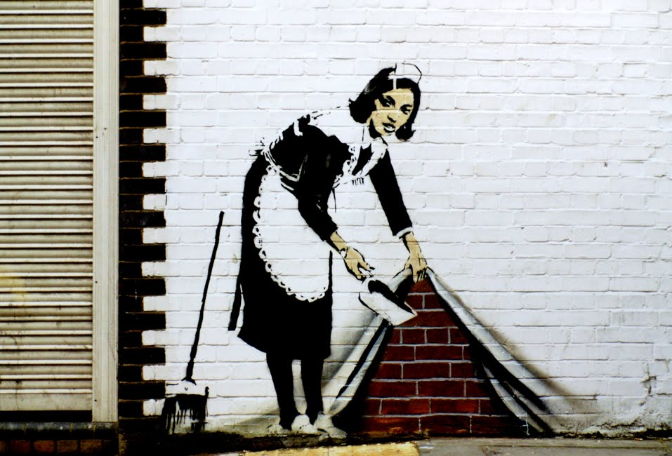 banksy-opere-sweep-it-under-the-carpet